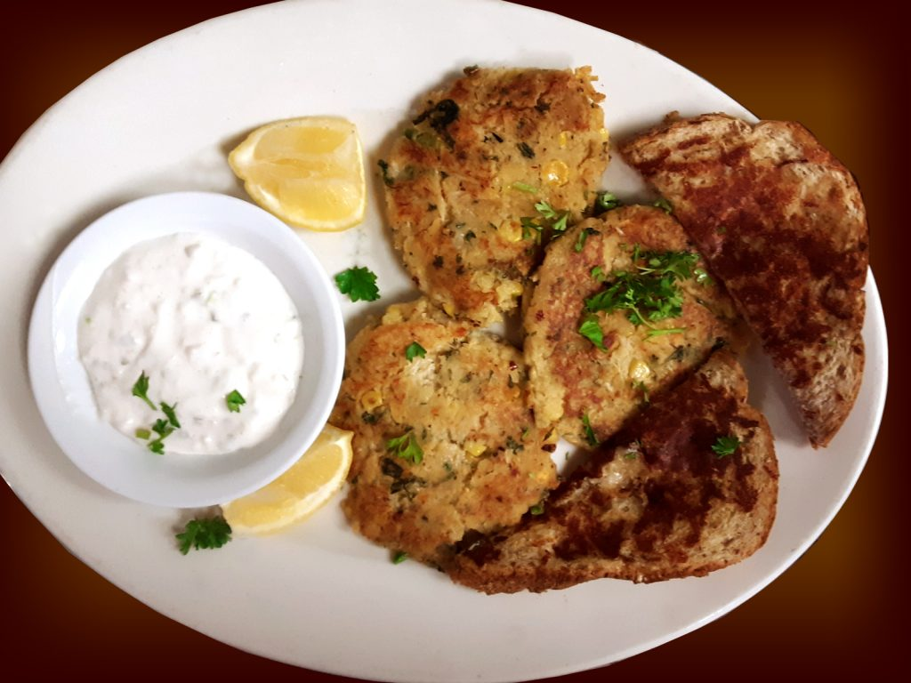 Crab Cakes with Garlic Bread